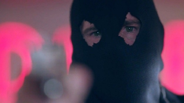 If you're like me, you've been thinking about approximately only one thing every since Riverdale Season 2 started: Who is Black Hood?!