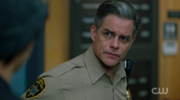 "But sometimes we are not born recognizing hotness, but hotness is thrust upon us (hehehe). Up until last night, Sheriff Keller was just a regular ole' dad character on the show. Certainly not bad looking by any means, but I wasn't like, ""OH WOW LOOK AT SHERIFF KELLER"" you know?"