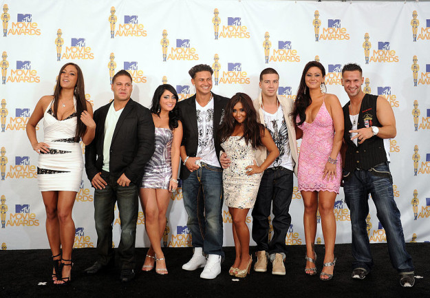 And now, the original Jersey Shore cast is staging a mini-revolt on Twitter, and TBH it's kinda wild!!!